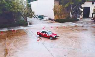 模拟湿滑公路 的士佬教飘移救车