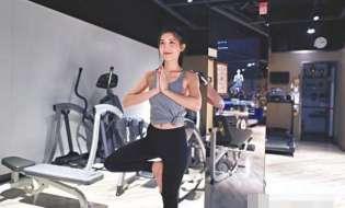 港产智能健身镜 女模:似一对一教练